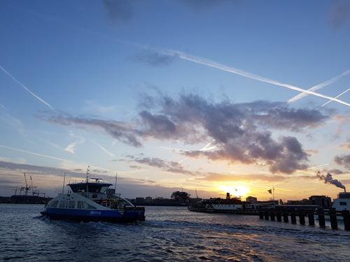 Le ferry à travers le continent