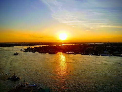 मिसीसिपी नदी पर सूर्योदय